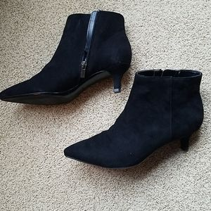 NWT Naturalizer Black kitten heel boots 7 1/2